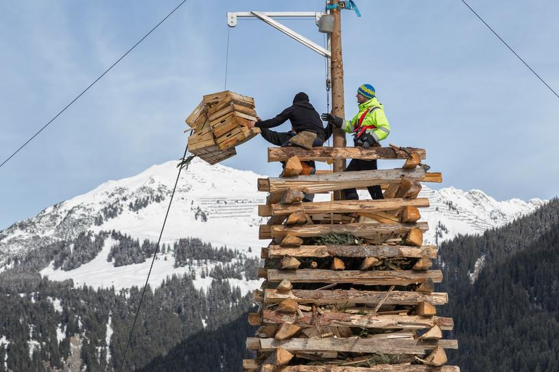 Assembling the bonfire in Gortipohl | © Montafon Tourismus GmbH Schruns, Andreas Haller
